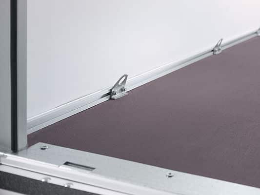 HK 752513-15P / Einachser Plywood, Räder außen, Holzdach, ungebremst, eine Tür hinten, Öffnungsmaße Tür 1205 x 1470, 3 Paar Zurrpunkte 3