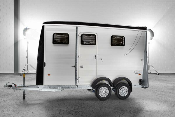 Humbaur Notos Plus 3000 kg oder 3500 kg Pferdeanhänger mit Sattelkammer, Pferdetransporter 1