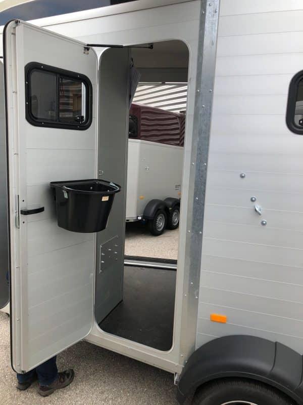 Humbaur Notos Xtra Pro, Pferdeanhänger, Pferdetransporter, Anhänger für Pferdetransport von bis zu 2 Pferden, Check Trailers 8